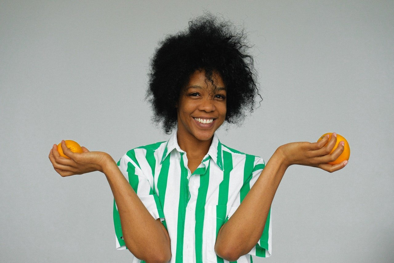 Healthy woman holding oranges.